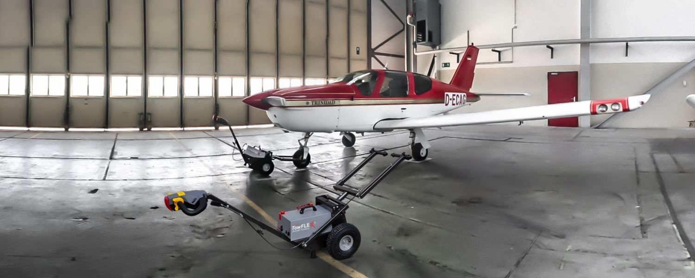 Towflexx TF2 mit Socata TB-20 im Hangar
