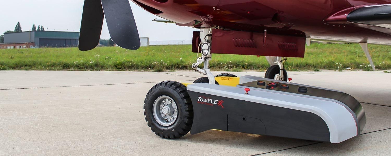 Piper Meridian mit Flugzeugschlepper von Towflexx