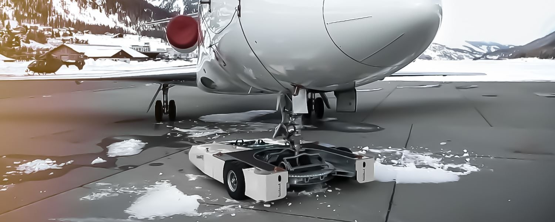 TF5 Aircraft Tug schleppt Falcon 2000
